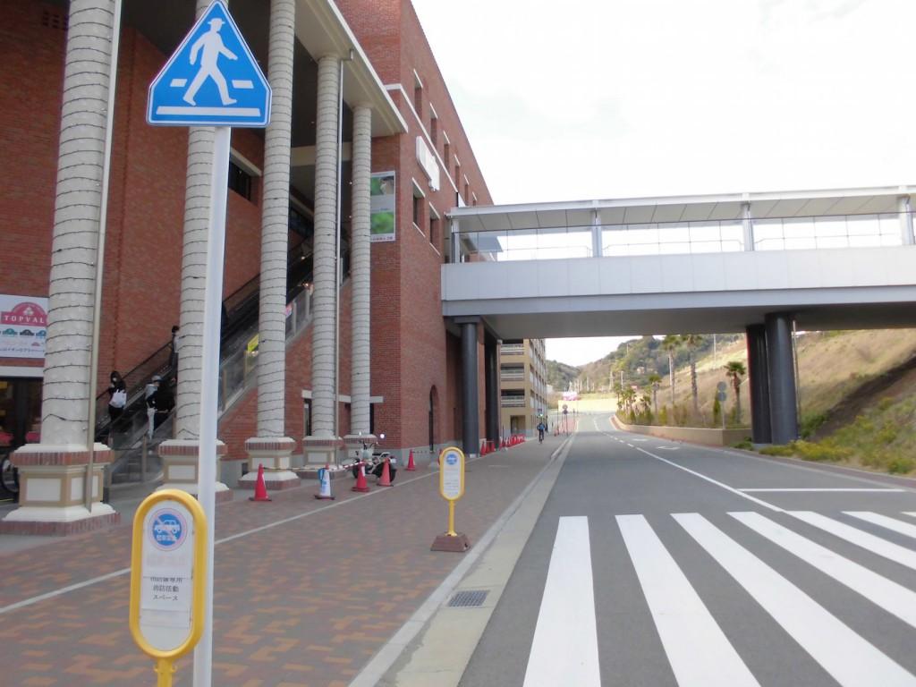 和歌山大学駅前歯科かわさきデンタルクリニック駐車場入口